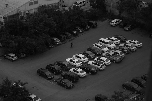 cars-710332_640